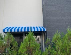거실앞 창문 입니다.윗집의 시선으로부터 사생활 보호용도로 설치 하였습니다.단독 주택단지의 고급 주택입니다.컬러는 고객님께서 결정 하셨습니다.